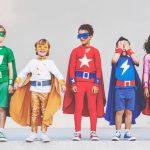 les enfants déguisés en super héros